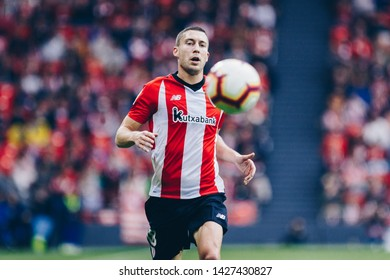 Bilbao, Spain. 27th April, 2019. Pais Vasco. San Mamés. Liga santander. Athletic Bilbao v D. Alavés: Oscar de Marcos (#18) runs to take the ball