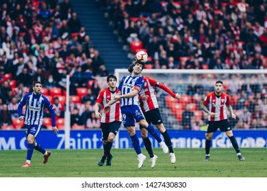 Bilbao, Spain. 27th April, 2019. Pais Vasco. San Mamés. Liga santander. Athletic Bilbao v D. Alavés: Aritz Aduriz (#20) and Manu García (#29) try to win the air ball during the game.
