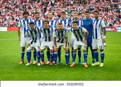 BILBAO, SPAIN - OCTOBER 16: Real Sociedad players poses for photographers before to the match between Athletic Bilbao and Real Sociedad, celebrated on October 16, 2016 in Bilbao, Spain