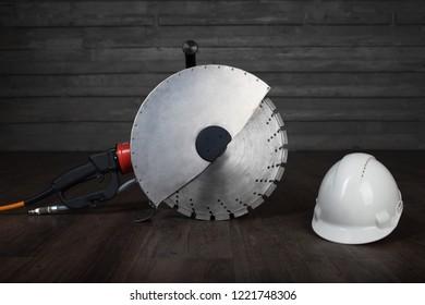 bilding tool withconstruction helmet