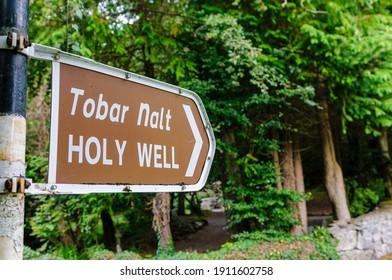"Bilingual English and Gaelic sign for ""Tobar Nalt"" (tr: Holy Well), County Sligo, Ireland"