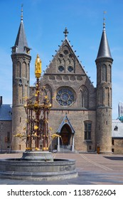 'Binnenhof' (Innercourt) with the medieval 'Ridderzaal' (Knight hall) and the neo-gothic fountain with Count 'Willem II' (William 2nd), The Hague in the province of 'Zuid-Holland', The Netherlands