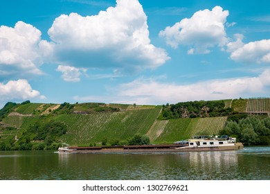 Binnenvaart, Translation Inlandshipping on the river Mosel Germany