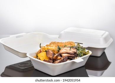 Boîte à déjeuner biodégradable avec riz, légumes et nourriture, pratique pour la livraison à emporter