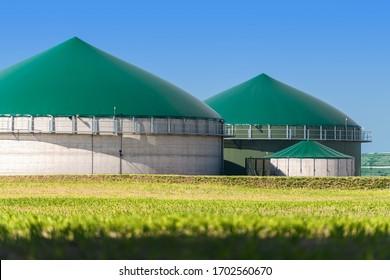 Biogas plant with three storage tanks
