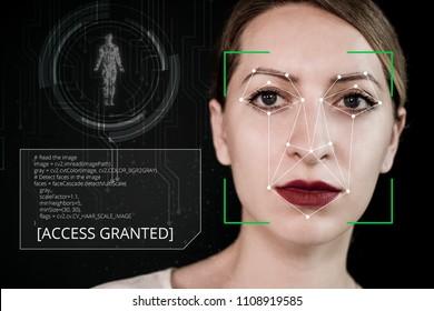 Vérification biométrique d'une jeune femme avec technologie de pistage du visage.