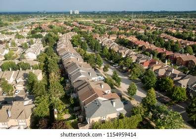 Bird's Eye View of Town Homes, Single Detached Homes and Neighborhoods in the City of Mississauga Near Toronto
