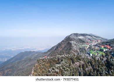 a bird's eye view of the winter scenery in mount lushan, China