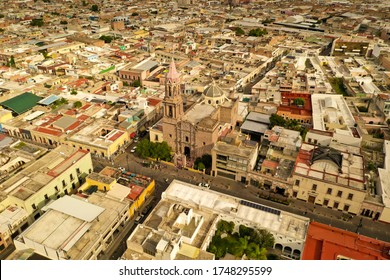 A bird's-eye view of the Mexican city of Aguascalientes, its houses and streets.