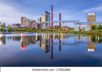 Birmingham, Alabama, USA city skyline.