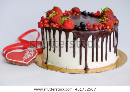 Birthday Cake Decorated By Chocolate Berry Stockfoto Jetzt