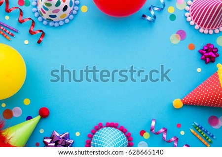 birthday party background party hats streamers の写真素材 今すぐ