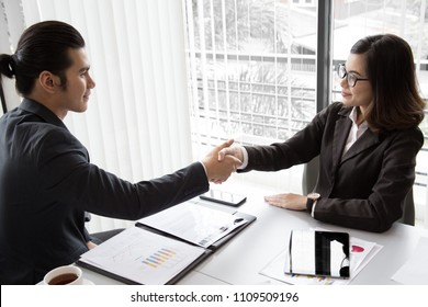 Bisiness Man and Woman shak hands for good deal