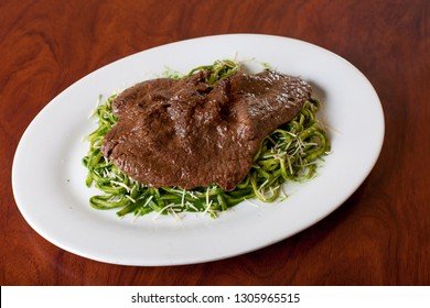 Bistec with green noodles. PERUVIAN FOOD