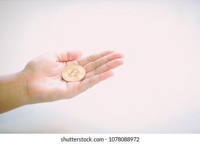 bitcoi in hand