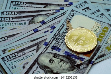 Dollar Bill from Cash Machine Images, Stock Photos & Vectors
