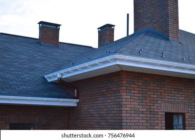 Bitumen tile roof. Roof Docke - Roofing.