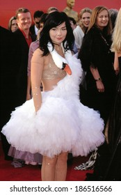 Bjork at Academy Awards, 3/25/2001