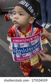 BKK - FEB 1, 2014: A little boy in Bangkok's Chinatown during the march under the campaign for national reform before the election.