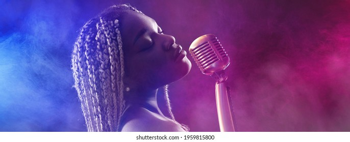 Black african woman singing - glamor show