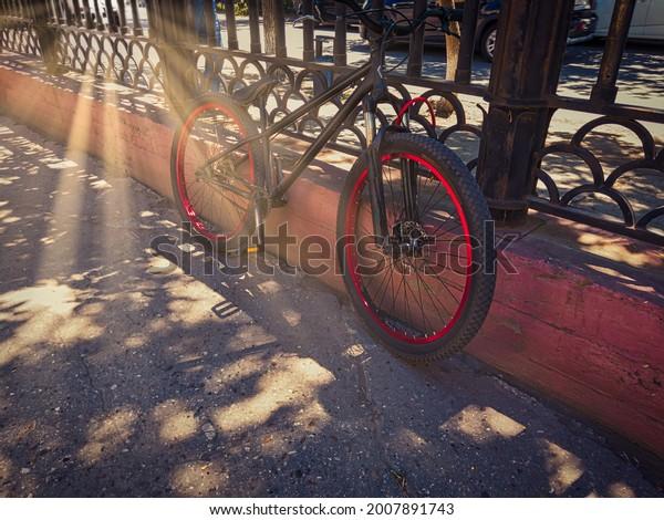 black-bicycle-singlespeed-bike-red-600w-