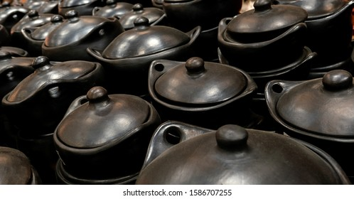 Black ceramic for original cooking from La Chamba, tolima, Colombia
