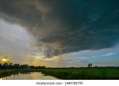 Black clouds that form as rain at fields and have swamp.