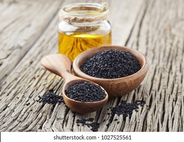 Black cumin oil with seeds