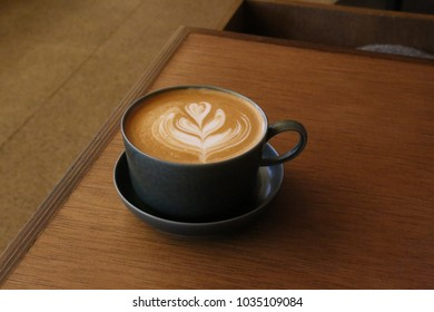 black cup with cafelatte
