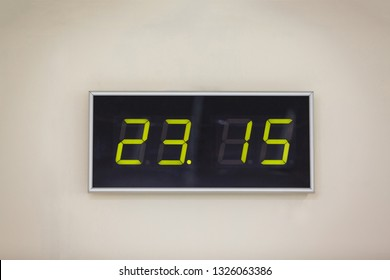 Black digital clock on a white background showing time 23.15 minutes