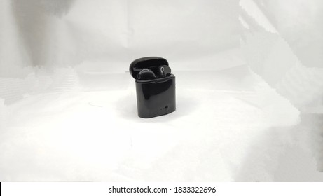 The black earpod for smartphone