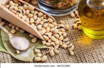 Black eyed peas in a wooden scoop on a burlap