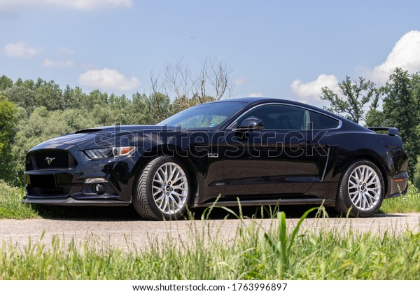 black-ford-mustang-gt-50-600w-1763996897