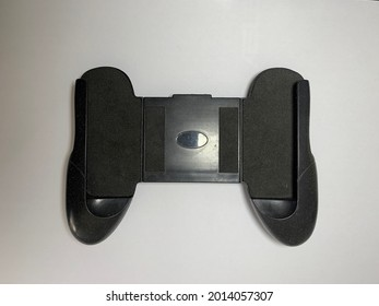 A black gamepad that is intended for smartphones to make it easy when playing games.