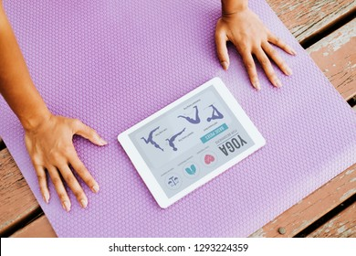 Black lady doing a yoga according to a video clip