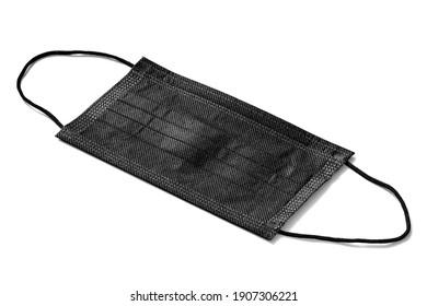 Schwarze medizinische Maske einzeln auf weißem Hintergrund. Das Konzept der Masken zum Schutz gegen Grippe, Smog, Virus, Coronavirus und Allergien