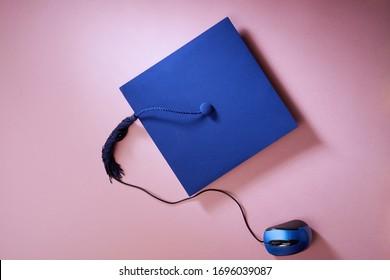 Schwarze Karte und Computermaus, Online-Lernen
