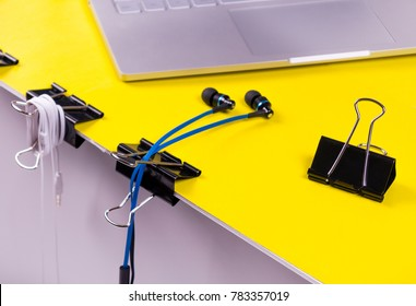 Black paper clips DIY life hack for organizing usb cables and headphones on a work place
