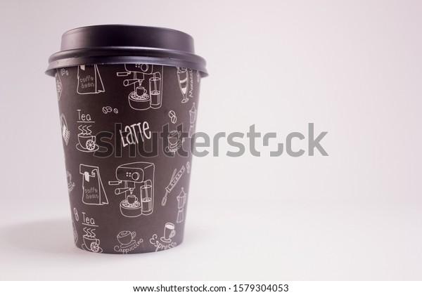 black-paper-coffee-cup-plastic-600w-1579