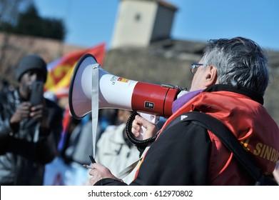 Black people manifesting in Florence against reducing jobs, in december 17, 2016