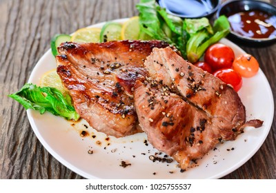 Black pepper pork with sauce and grilled vegetables