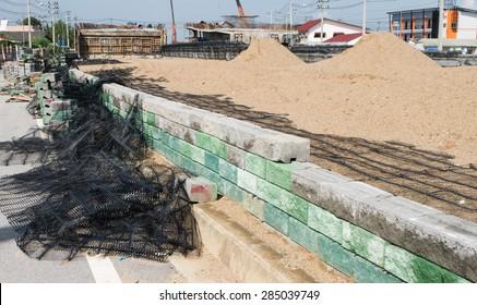 black plastic mesh Retaining walls, concrete cubes