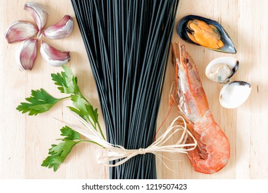 Black raw spaghetti with mussel, clam, prawn, parsley and garlic.