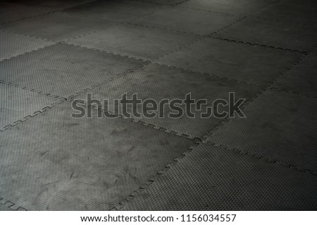 Foto stock a tema black rubber floor mat tiles inside modifica ora