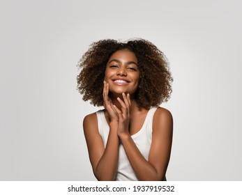 Schwarze Haut schöne Frau gesunde Schönheit Lächeln Haut glücklich Gesicht afrikanische amerikanische Schönheit Frau Model Mädchen