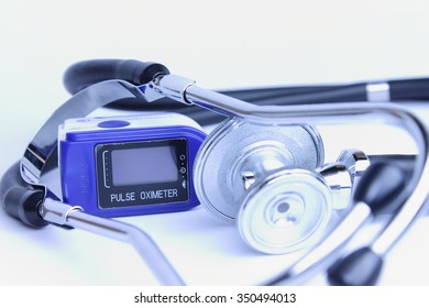 Black stethoscope with pulse oximeter