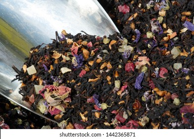 Black tea with aromatic and vitamin supplements. tea of the most usual type, that is fully fermented before drying. (of a substance) undergo fermentation.