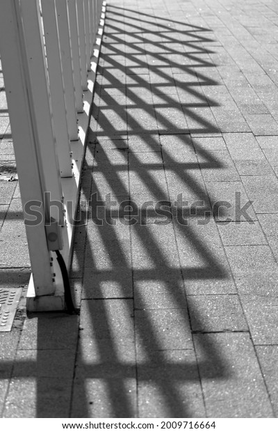 black-white-abstraction-shadow-form-600w