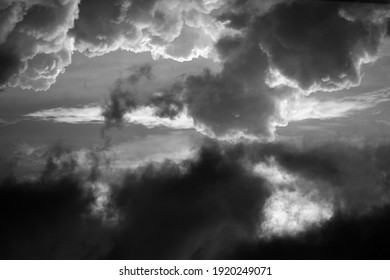 Black and White: Composition of the sky before sunset