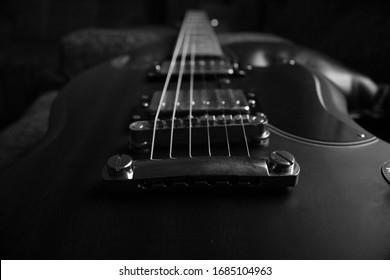 Black and white guitar Epiphone SG G400 Worn